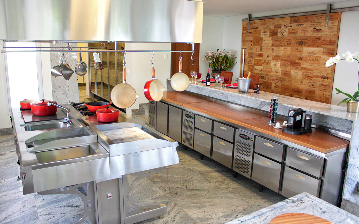 Cozinha Profissional Pequena Beyato Com V Rios Desenhos Sobre